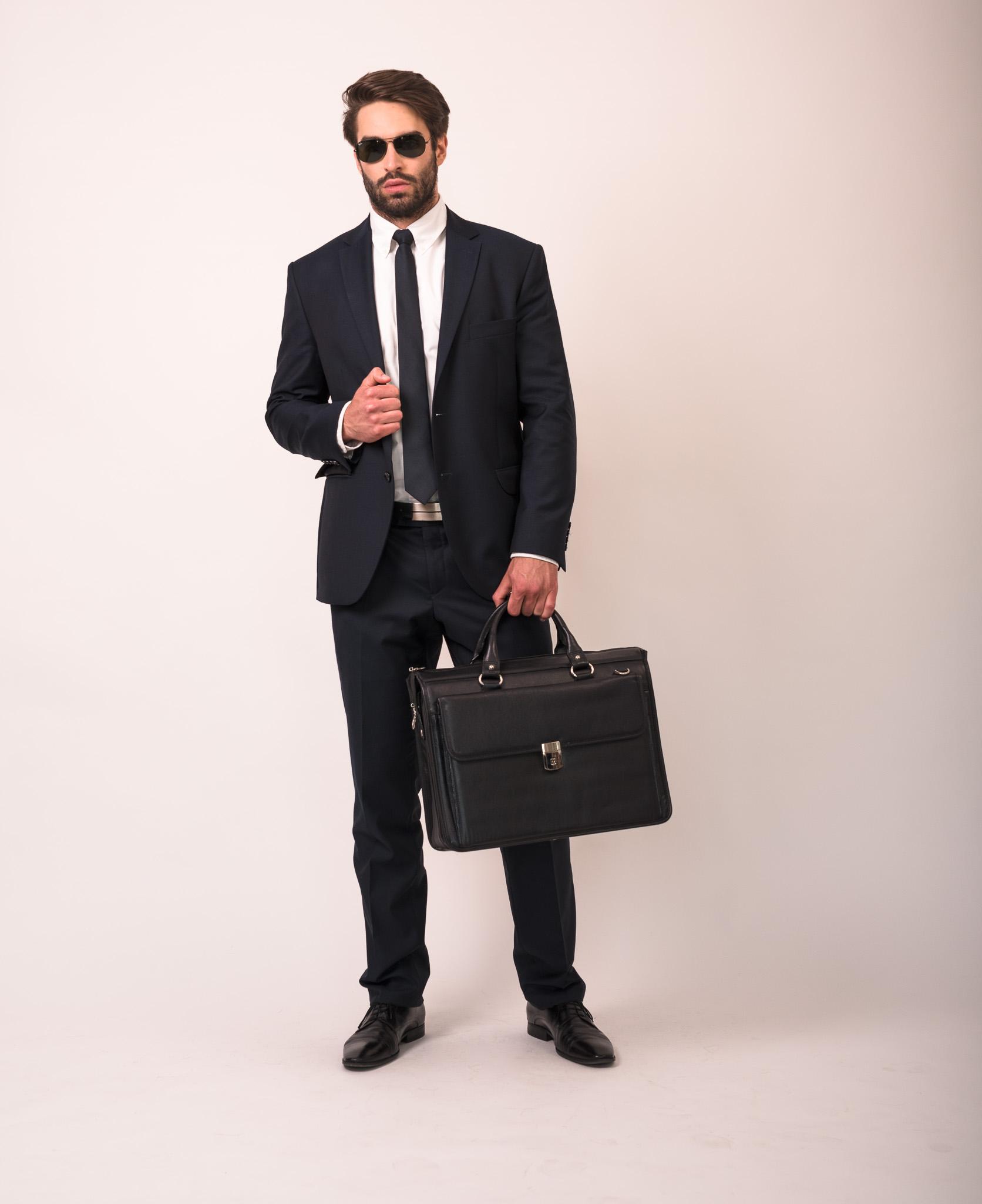 Elegancka czarna teczka na każdą okazję